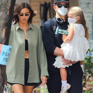 【復縁もあり得る…!?】イリーナ・シェイクとブラッドリー・クーパーが娘のリアを連れてお出かけ!Bradley Cooper and Irina Shayk enjoy a family day with daughter Lea