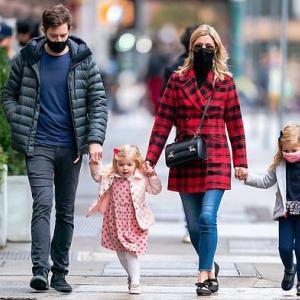 【富豪の夫と…!?】ニッキー・ヒルトンが夫のジェームズ・ロスチャイルドと娘たちを連れてお出かけ!Nicky Hilton and husband James Rothschild step out with their daughters