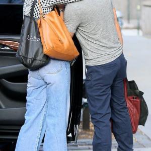 【濃厚キスも披露…!?】ケイティ・ホームズが恋人のエミリオ・ヴィトロとNYでお出かけ!Katie Holmes and Emilio Vitolo Jr step out in NYC