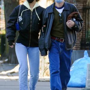 【腕を組んでラブラブ…!?】リリー・ローズ・デップが男友達とお出かけ!Lily-Rose Depp steps out with her male pal