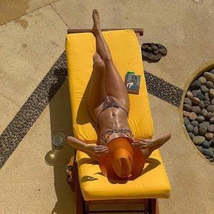 【すんごい美脚…!?】ケンダル・ジェンナーがメキシコでバケーション!Kendall Jenner enjoys a vacation in Mexico