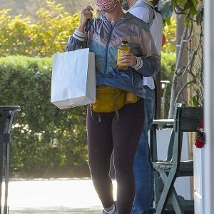 【イクメンぶりがスゴい…!?】ケイティ・ペリーがオーランド・ブルームと一緒に7ヵ月の娘を連れてお出かけ!Orlando Bloom and Katy Perry run errands in Montecito