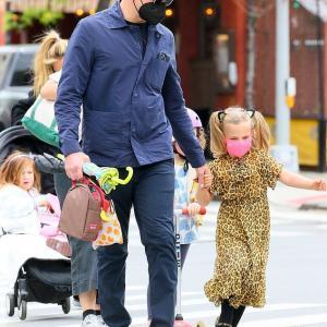 【顔が完成形…!?】イリーナ・シェイクとブラッドリー・クーパーが娘のリアとお出かけ!Bradley Cooper and Irina Shayk seen in NYC with daughter Lea