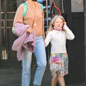 【ママにそっくり…!?】ブレイク・ライブリーが娘のジェームズとお出かけ!Blake Lively and daughter James enjoy a stroll together
