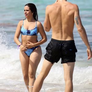 【お尻のセルライトが…!?】カミラ・カベロとショーン・メンデスがマイアミビーチでバケーション!Camila Cabello and Shawn Mendes on Miami Beach