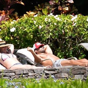【イケメンマッチョ恋人と…!?】ブリトニー・スピアーズが恋人のサム・アスガリとハワイでバケーション!Britney Spears on vacation with Sam Asghari