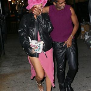 【キスが止まらない…!?】リアーナがエイサップ・ロッキーとバーにお出かけ!Rihanna steps out with A$AP Rocky
