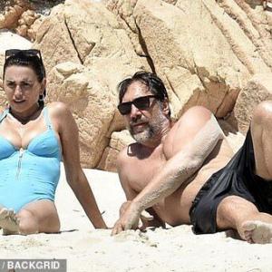 【熟年キス…!?】ペネロペ・クルスが夫のハビエル・バルデムと子供たちを連れてバケーション!Penelope Cruz enjoys a family day with Javier Bardem