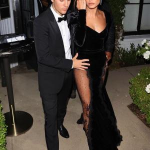 【妊娠してる…!?】ジャスティン・ビーバーとヘイリー・ビーバーがパーティにお出かけ!Justin Bieber and wife Hailey attend a party