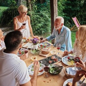パートナーや家庭内での問題はクローズドすぎるというハナシを公開しました。