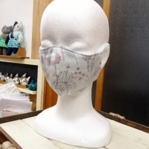 立体マスク、追加を縫います・・・