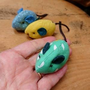 小さなネズミのおもちゃ