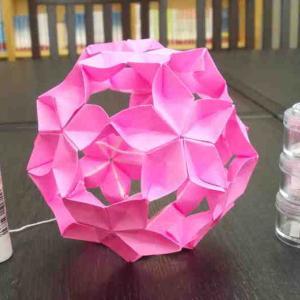 桜の薬玉、しばらく作っていなかったので完成度が低い