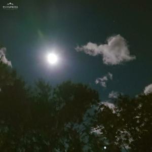 何もなかったような満月 不気味な濁流音が怖い