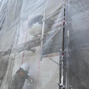 女性職人暑いけど雨よりまし〜相模原・町田の外壁屋根・水廻りリフォーム