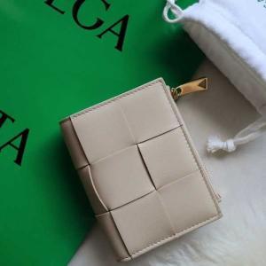 3年ぶりに新調したお財布*ボッテガ・ヴェネタの二つ折りウォレット