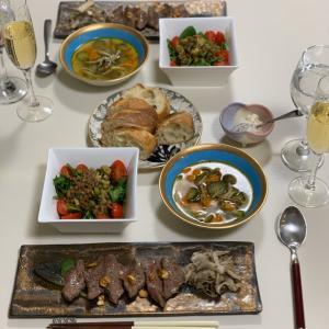 今宵のおうちごはん。阪本健さんの長皿にイチボをのせてみた