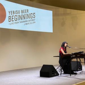 ヒグチアイさんの力強い歌声とピアノ