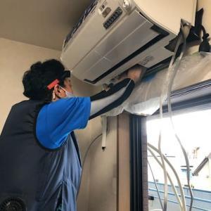 三菱エアコン取付工事、左横引き配管接続がしやすい