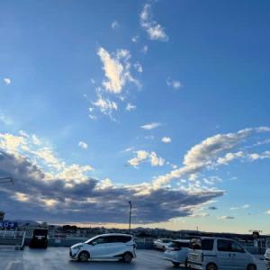 大きな雲に覆われて