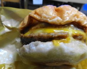 トリプル絶品チーズバーガーは美味しいけど・・・