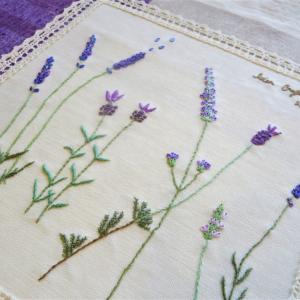エレアカのラベンダーバッグ、海をわたる?『フランス刺繍教室』