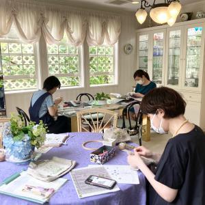 ポピーにデイジー、ラベンダー…お花の刺繍で小物づくり。『フランス刺繍教室』