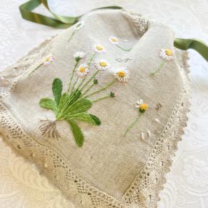 刺繍作品を巾着とアルバムの仕立てました。『フランス刺繍教室』