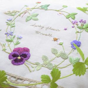 春に咲くお花を集めて、刺繍のティーコーゼ『フランス刺繍教室』