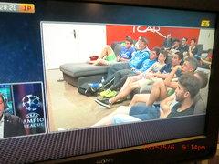 えっ、観客を撮ってるだけのサッカー中継だって!?