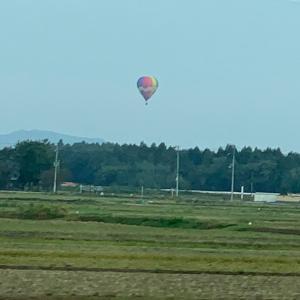 謎の気球。