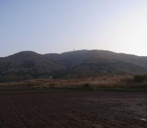 「早朝に宝篋山に登る」