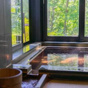 お風呂の窓の論争。
