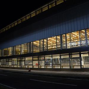 夜のノーザンゲートスクエアから秋田駅西口、なかいちへ歩く
