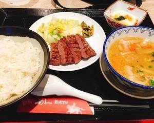 フードコートの利久で牛たん&芋煮定食!!