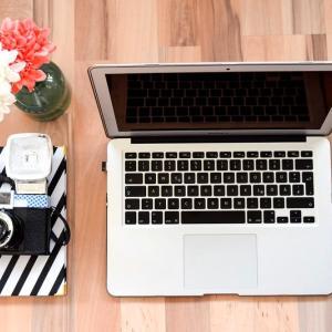 在宅勤務・テレワークで机と椅子を購入!パソコンとスピーカーも紹介。