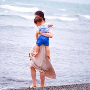 家族で海でアーシングへ♡波音のある暮らし。