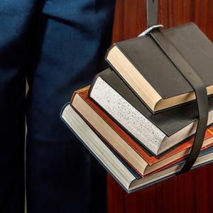 これほど皆本を求めていたのか…営業再開後の本屋に人だかり