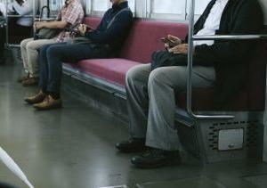 座席指定の通勤電車は新しい収益源になるのか。一人当たりの収益増加に向けて。