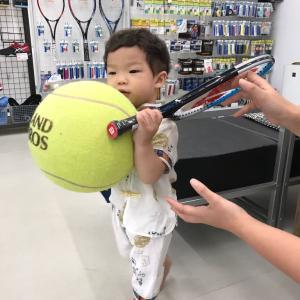 子供の体格に適したラケットの長さの選び方があります。