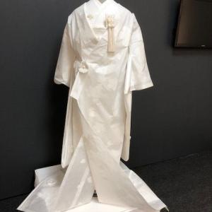 和紙の花嫁衣裳で神前式