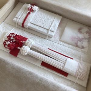 「ご結婚、おめでとうございます」入籍のみなら心を包む筥迫&懐剣セットで気持ちを残そう。