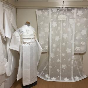 羽のように軽い花嫁衣裳、一年ぶりに展示会から戻ってきました。