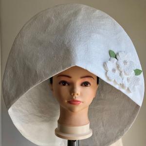 「和紙の綿帽子に八重桜の花びら」ピンクの箱に箔押し印刷納品です。