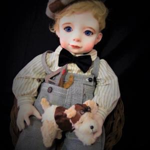 人形と絵の「春」展出展作品。「レオナルド君」