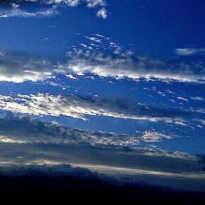 予報では下り坂で、雨の心づもりでしたがpm6:30:青空と夕日を受けています。