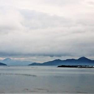 涼しい風の朝です。比良・沖島・長命寺山と伊吹山も珍しく見えます。