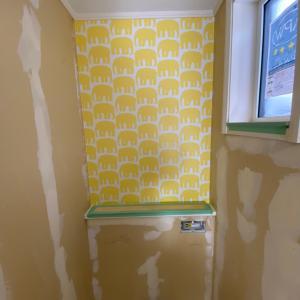 黄色い象さんの壁紙で華やかな空間(╹◡╹)