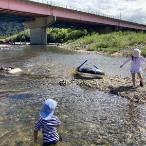 8月10日 岡山市牟佐の橋の下の旭川第4緑地で遊んだ。