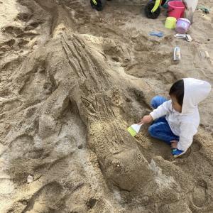 子供と本気で砂場あそびをすると大人でも楽しい。子供の友達つくり方法